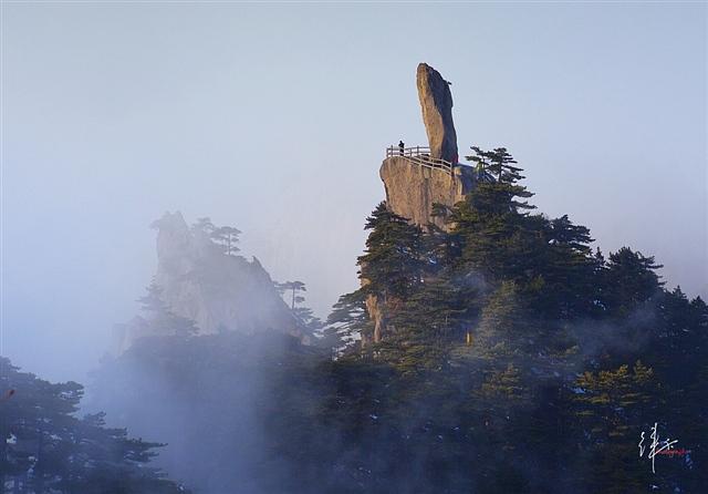 黄山旅游摄影—黄山飞来石 摄影:徕卡视觉.jpg