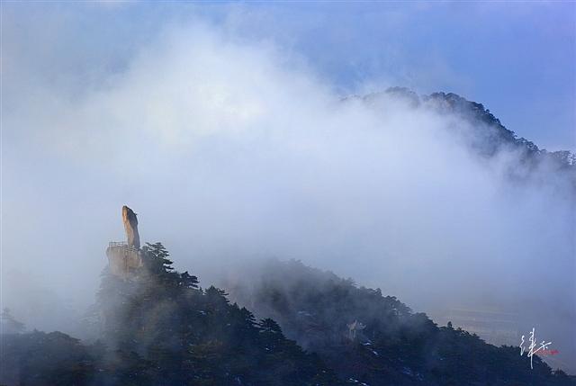 黄山旅游摄影—黄山飞来石处观云海 摄影:徕卡视觉.jpg