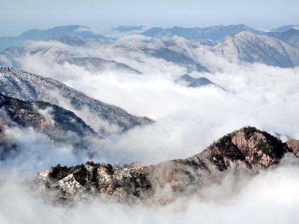 山石云海风景图片