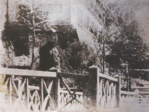 周恩来在黄山小补桥的珍贵留影照片