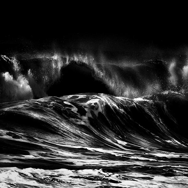 海浪手绘黑白画
