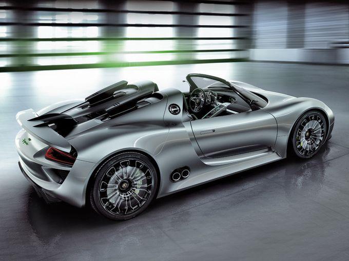 保时捷(Porsche)经销商开始接受混合超级918 Spyder的订单,这种限量生产的跑车918将在2013年9月交付。918-可称得上是真正优秀的跑车,它的混合动力系统(500马力3.4升汽油V8引擎+ 2 sumarnoy218马力的电力)允许它加速到100而仅需3.2秒。而在混合模式下,这种跑车每百公里油耗仅3公升汽油,差不多是一辆微型车的能耗。