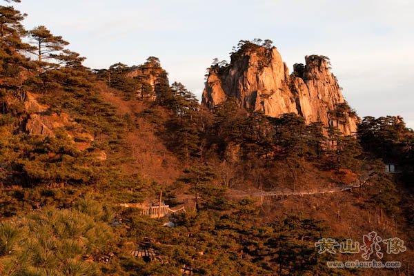 黄山旅游摄影—下云谷新索道后有右边栈道可直达始信峰.jpg