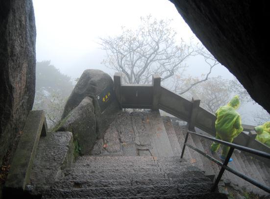 黄山鳌鱼洞内景.jpg