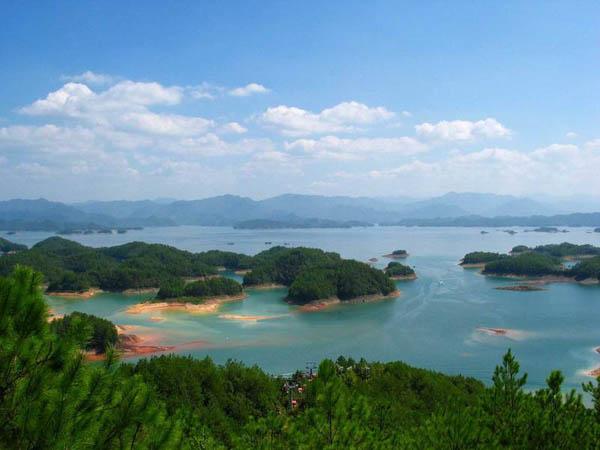 千岛湖旅游 风景优美的千岛湖.jpg