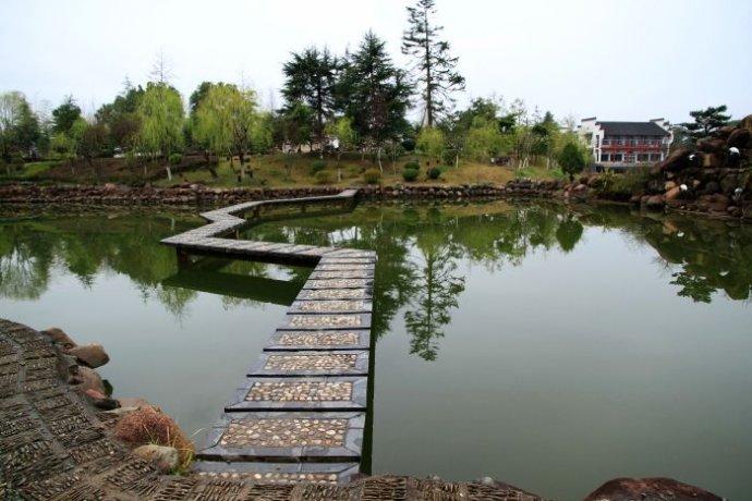 歙县鲍家花园-水中的别样景致.jpg