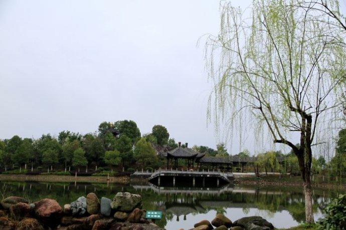 歙县鲍家花园-徽派建筑散发出的不同的气息.jpg