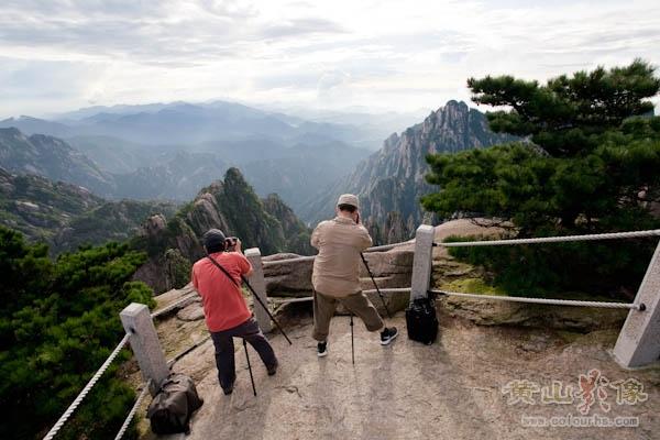摄友在西海群峰顶拍摄.jpg