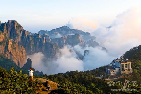 2012年6月9日,安徽 黄山风景区雨霁初晴, 丹霞峰上呈现壮美 云海,恍如