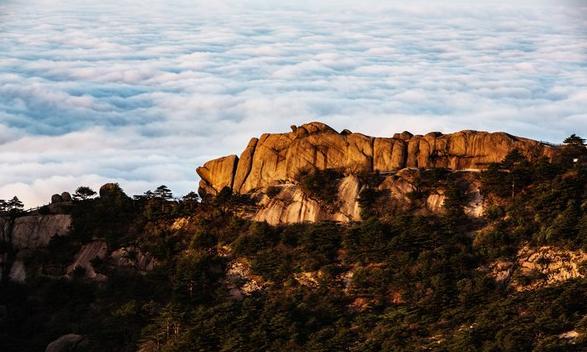黄山风景区鳌鱼驮金龟处的云海景观